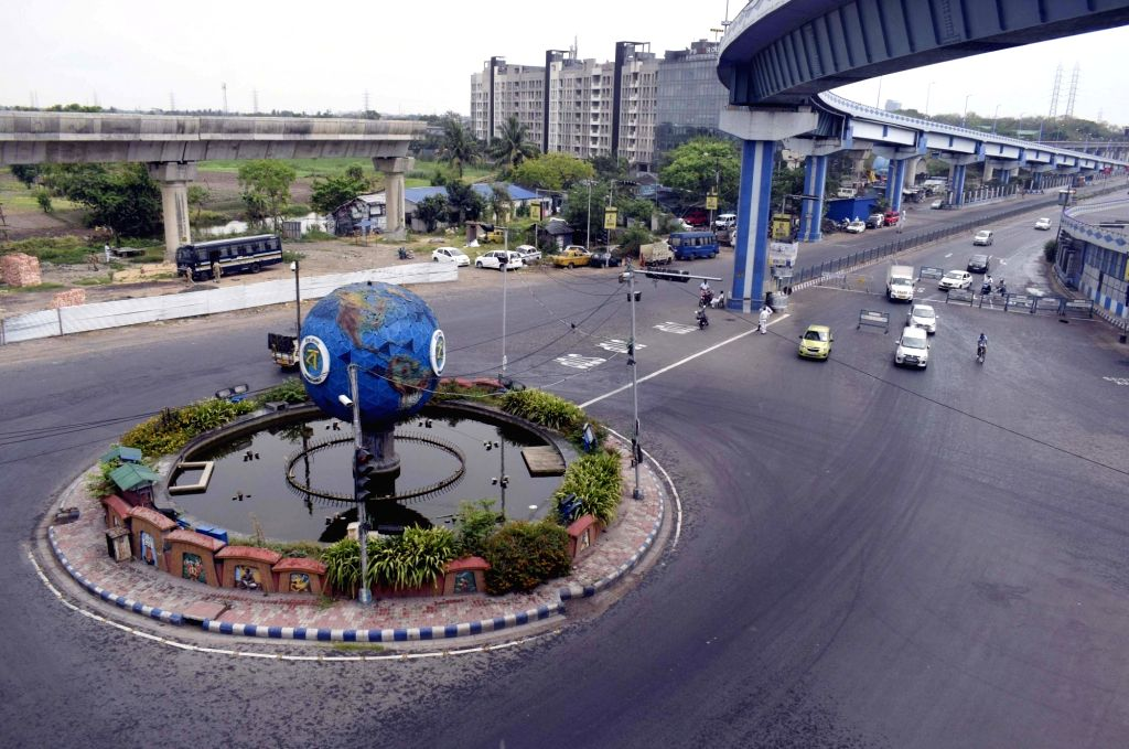 Kolkata's Maa Flyover (also Parama Island Flyover) bears a deserted look during the extended nationwide lockdown imposed to mitigate the spread of coronavirus; on Apr 26, 2020.