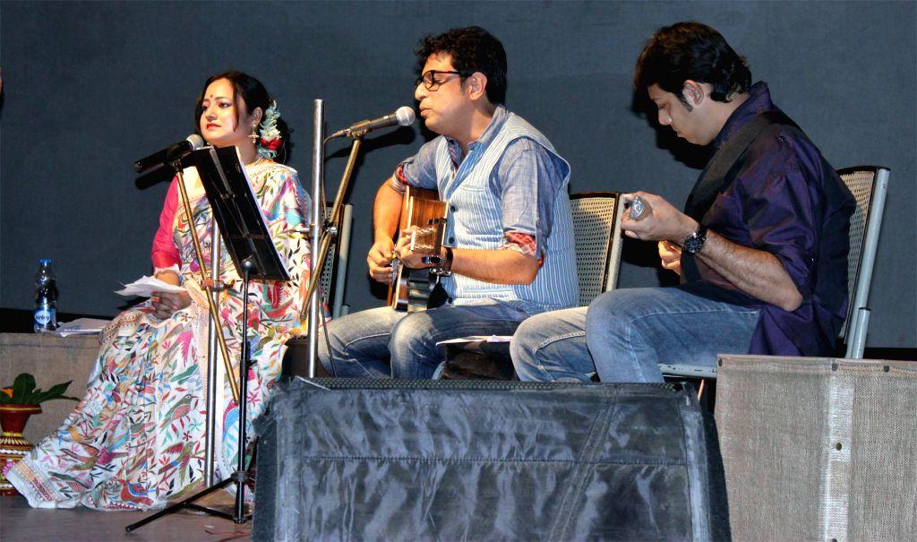 Singers Sonali Bhattacharya, Rupankar Bagchi and Dipanwita Acharya perform during a jewellery fashion show to pay tribute to the traditional art of Nakshikantha at Kolkata on Feb. 2, 2015.