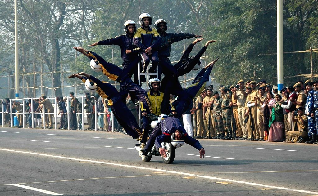 Soldiers participate in the Republic Day rehearsals at Red Road in Kolkata, on Jan 22, 2015.