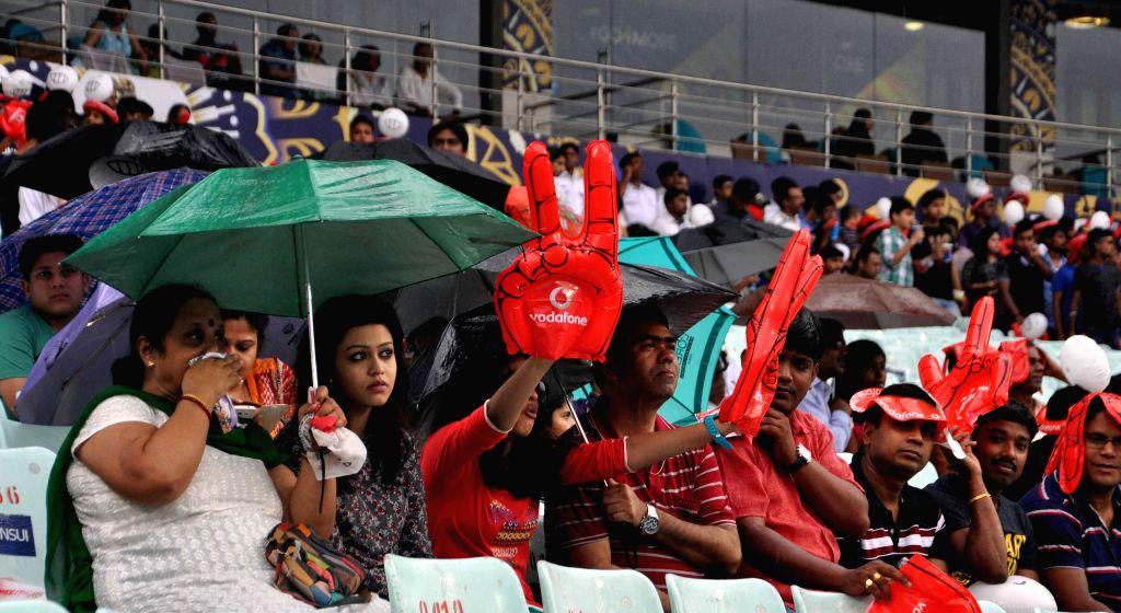 Spectators at the Eden Gardens where rains disrupted an IPL-2015 match between Kolkata Knight Riders (KKR) and Rajasthan Royals (RR) in Kolkata on April 26, 2015.