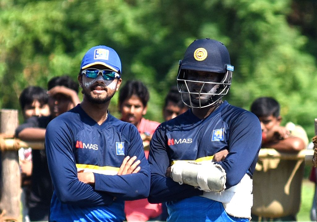 Kolkata: Sri Lankan captain Dinesh Chandimal and Angelo Mathews during a practice session in Kolkata on Nov 10, 2017. (Photo: IANS) - Dinesh Chandimal
