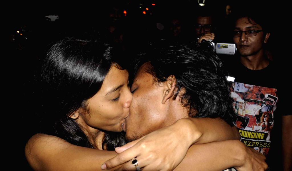 """Students indulge in public display of affection during  """"Kiss of Love"""" - a protest to deride moral policing in Kolkata, on Nov 5, 2014."""