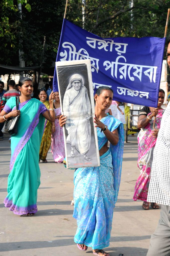 The members of State Forum of Minorities Organisation stage a silent protest against RSS chief Mohan Bhagwat's remarks on Mother Teresa in Kolkata, on March 3, 2015.