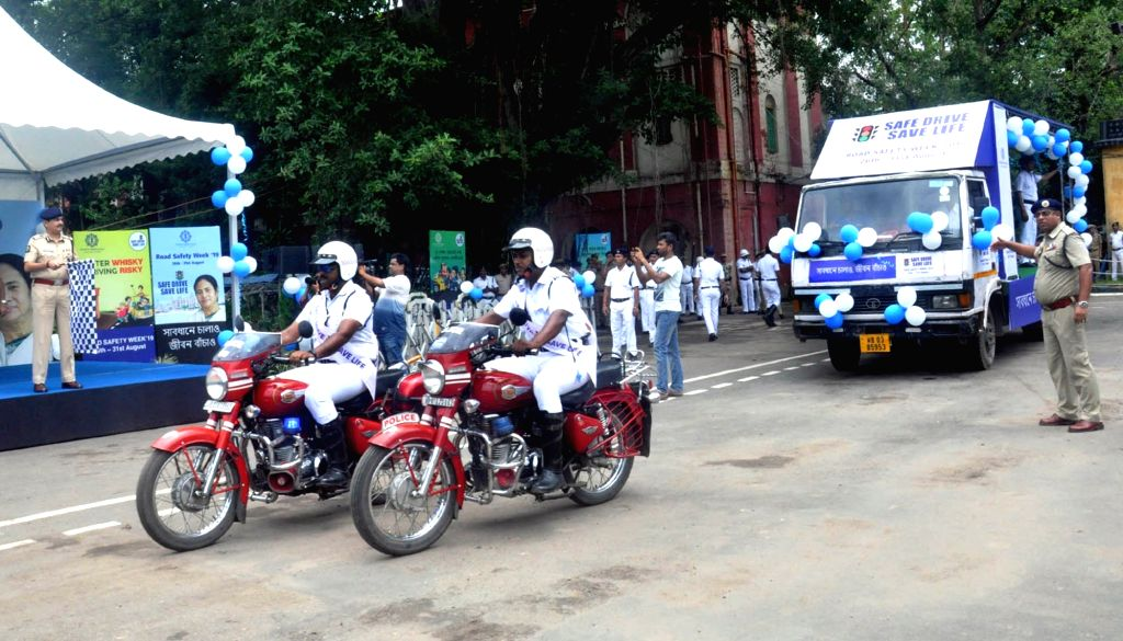 """Kolkata Traffic Police personnel participate in """"Safe Drive, Save Life"""" awareness rally, on Aug 26, 2019."""