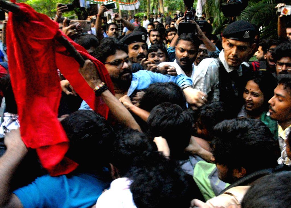 Kolkata: Union Minister Babul Supriyo heckled by a section of students of Jadavpur University during his visit to the campus to attend an event organised by the Akhil Bharatiya Vidyarthi Parishad (ABVP) in Kolkata on Sep 19, 2019. Several slogan-shou - Babul Supriyo