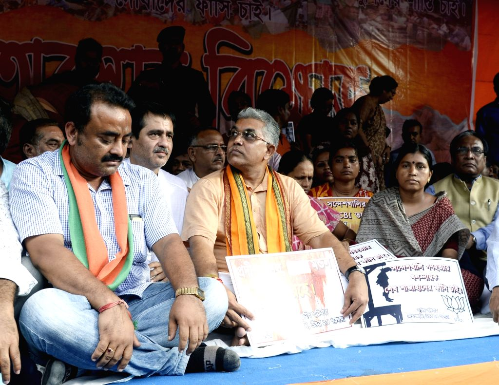 Kolkata: West Bengal BJP workers led by state party president Dilip Ghosh stage a sit-in demonstration against the alleged attack on BJP MP Arjun Singh, in Kolkata on Sep 2, 2019. (Photo: IANS) - Dilip Ghosh and Arjun Singh
