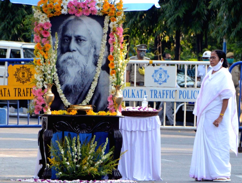 Kolkata: West Bengal Chief Minister Mamata Banerjee pays tribute to Rabindranath Tagore on his birth anniversary during the extended nationwide lockdown imposed to mitigate the spread of coronavirus, in Kolkata on May 8, 2020. (Photo: IANS) - Mamata Banerjee