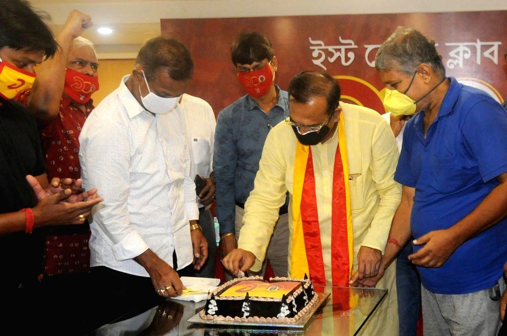 Kolkata : West Bengal Sports Minister Aroop Biswas, East Bengal Club former coach Subhash Bhowmick, former footballers Monoranjan Bhattacharya and Bhaskar Ganguly, East Bengal Club Secretary Kalyan ... - Aroop Biswas
