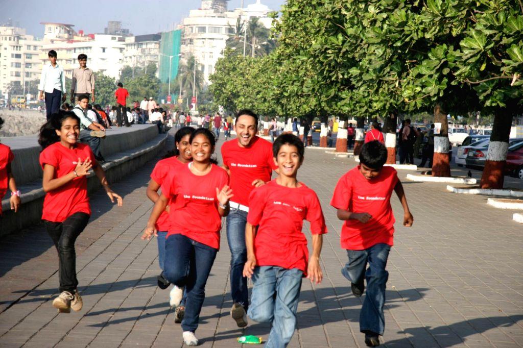 Konkana Sen Sharma and Rahul Bose at Mumbai marathon promotional event.
