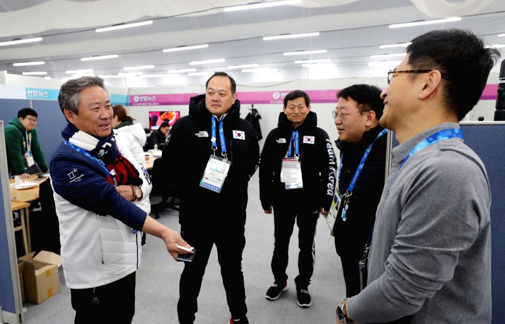 Korean Sport and Olympic Committee (KSOC) President Lee Kee-heung (L) visits the booth of Yonhap News Agency at the Main Press Centre of the PyeongChang Winter Olympics in Pyeongchang, ...