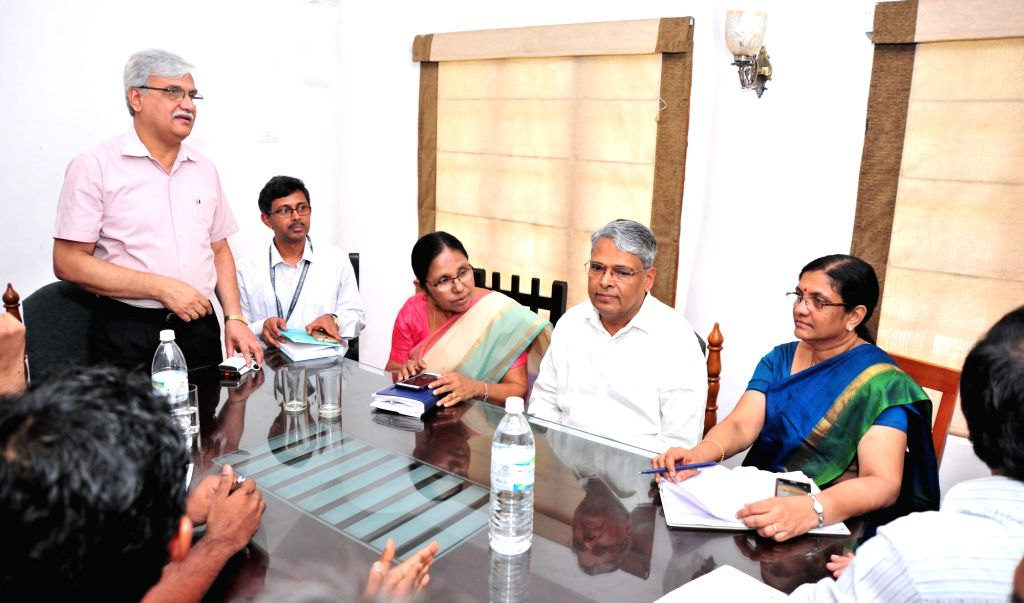 Kozhikode (Kerala): Officials of Kerala's Animal Husbandry Department and Forest Department during a meeting with the Central team regarding outbreak of Nipah virus (NiP) in Kozhikode on May 22, ...
