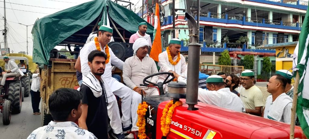 Kranti Yatra from Saharanpur and Muzaffarnagar, which left for Ghazipur, was welcomed from place to place.