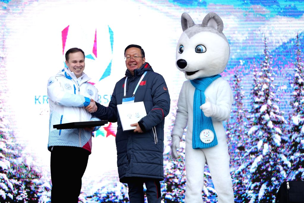 KRASNOYARSK, March 2, 2019 - Tian Xuejun (C), head of the Chinese delegation exchanges gifts with Maksim Oreshnikov, village head of the 29th Winter Universiade in Krasnoyarsk, Russia, March 2, 2019.