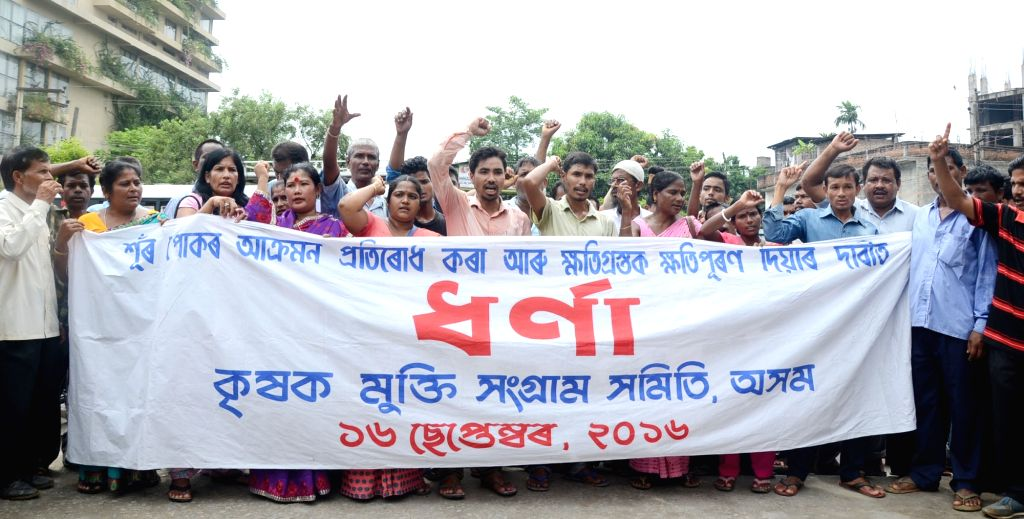 Krishak Mukti Sangram Samiti (KMSS) workers stage a demonstration to press for their demands in Guwahati, on Sept 16, 2016.