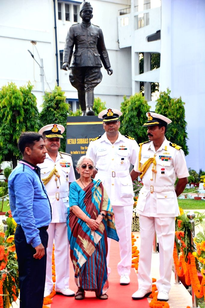 Krishna Bose, wife of Netaji's nephew and Flag Officer Commanding-in-Chief, Eastern Naval Command (ENC), Vice-Admiral HCS Bisht during the unveil of 8 ft. tall bronze statue of Netaji Subhas ... - Bose