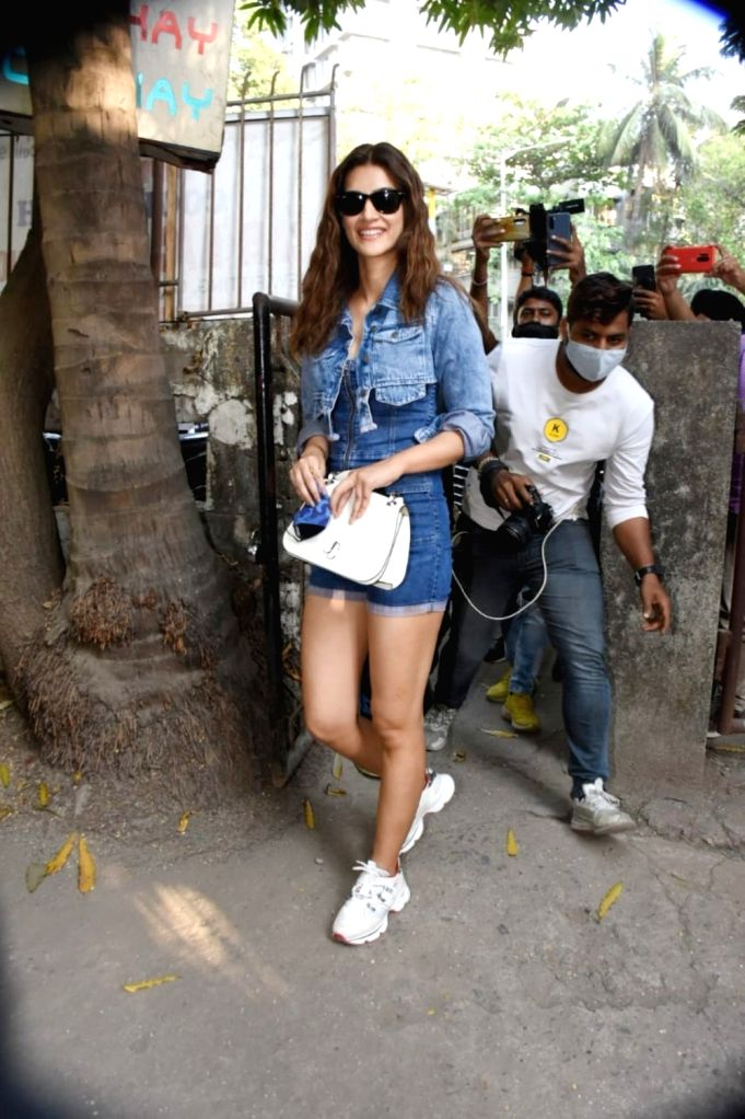 Kriti Sanon Spotted At Kromakay Salon on Tuesday 02nd March 2021.