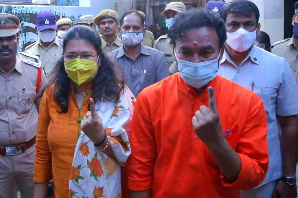 KTR, Kishan Reddy, Asaduddin Owaisi cast votes. - Kishan Reddy