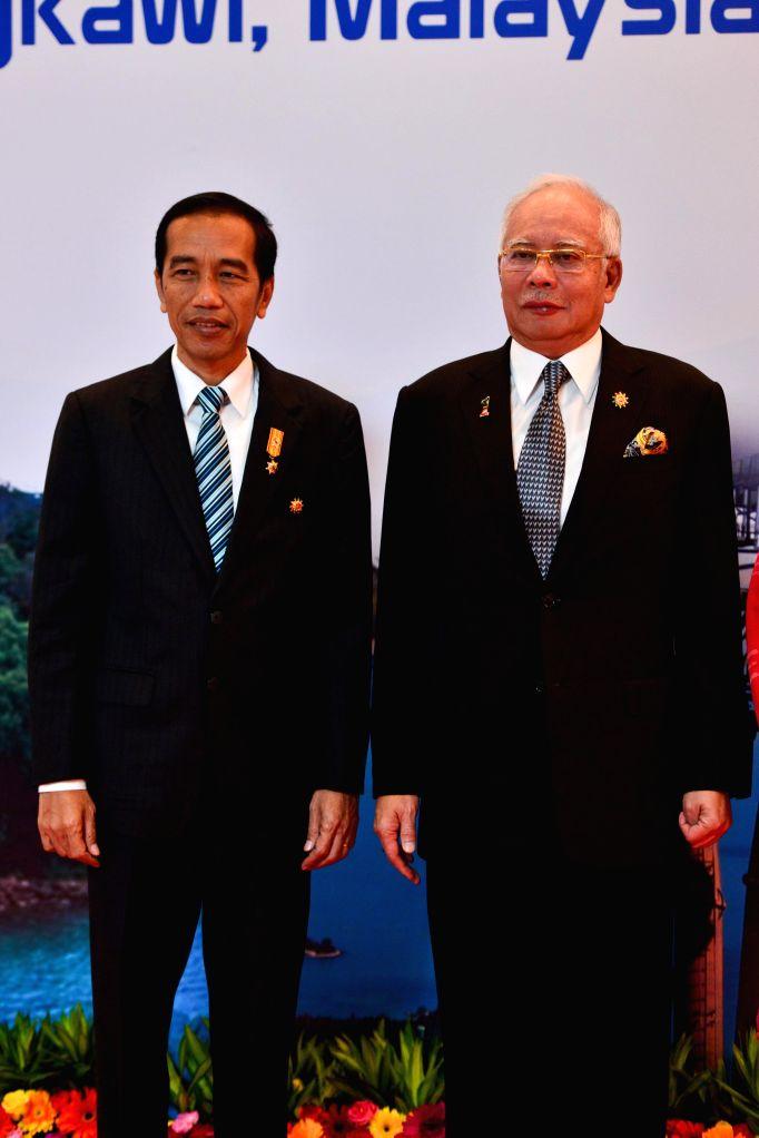 Malaysian Prime Minister Najib Razak (R) meets with Indonesian President Joko Widodo before the opening ceremony of the 26th Association of Southeast Asian ... - Najib Razak
