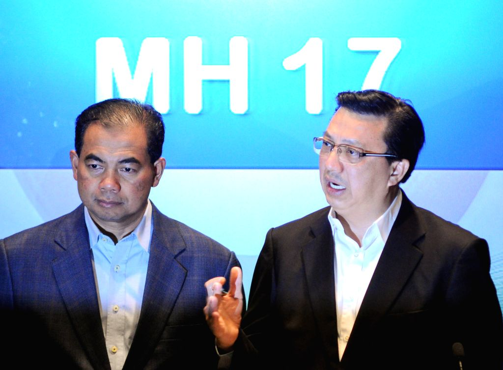 Malaysian Transport Minister Liow Tiong Lai (R) speaks during a press conference in Kuala Lumpur, Malaysia, July 18, 2014. Malaysian Transport Minister Liow ...