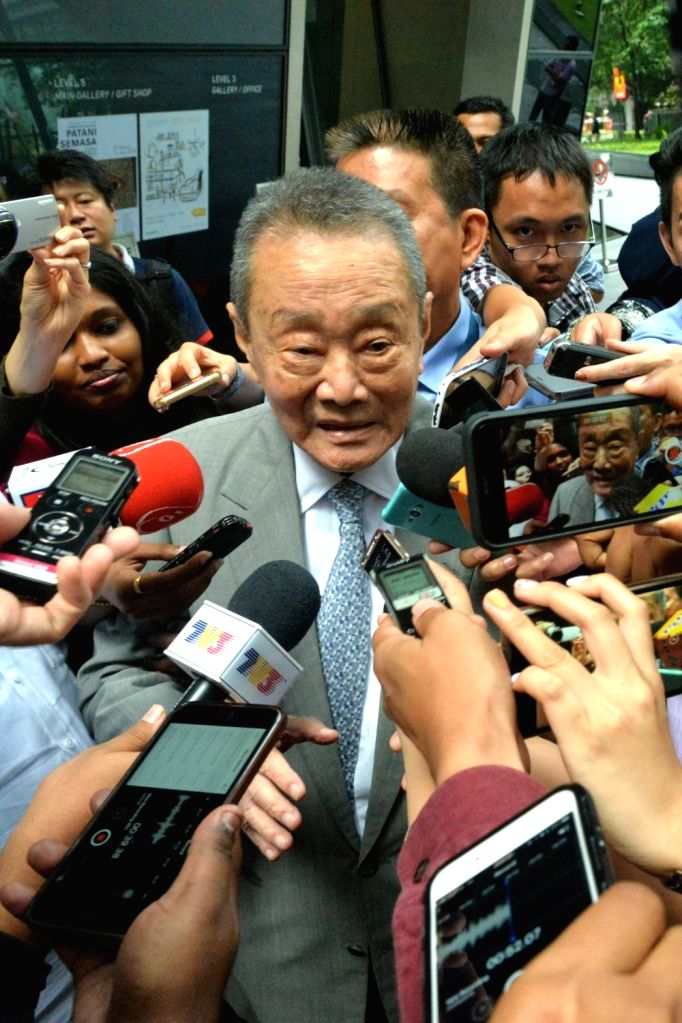 KUALA LUMPUR, May 22, 2018 - Malaysian tycoon Robert Kuok is surrounded by reporters as he leaves after attending a Council of Eminent Persons meeting in Kuala Lumpur, Malaysia, May 22, 2018. ... - Mahathir Mohamad