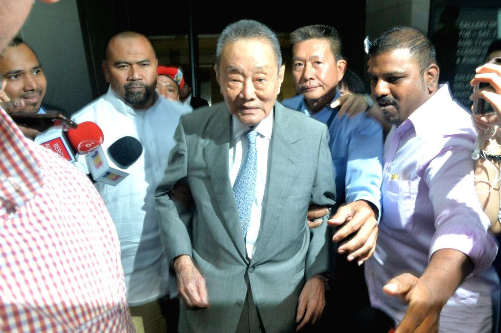 KUALA LUMPUR, May 22, 2018 - Malaysian tycoon Robert Kuok (C) leaves after attending a Council of Eminent Persons meeting in Kuala Lumpur, Malaysia, May 22, 2018. Malaysian tycoon Robert Kuok ... - Mahathir Mohamad