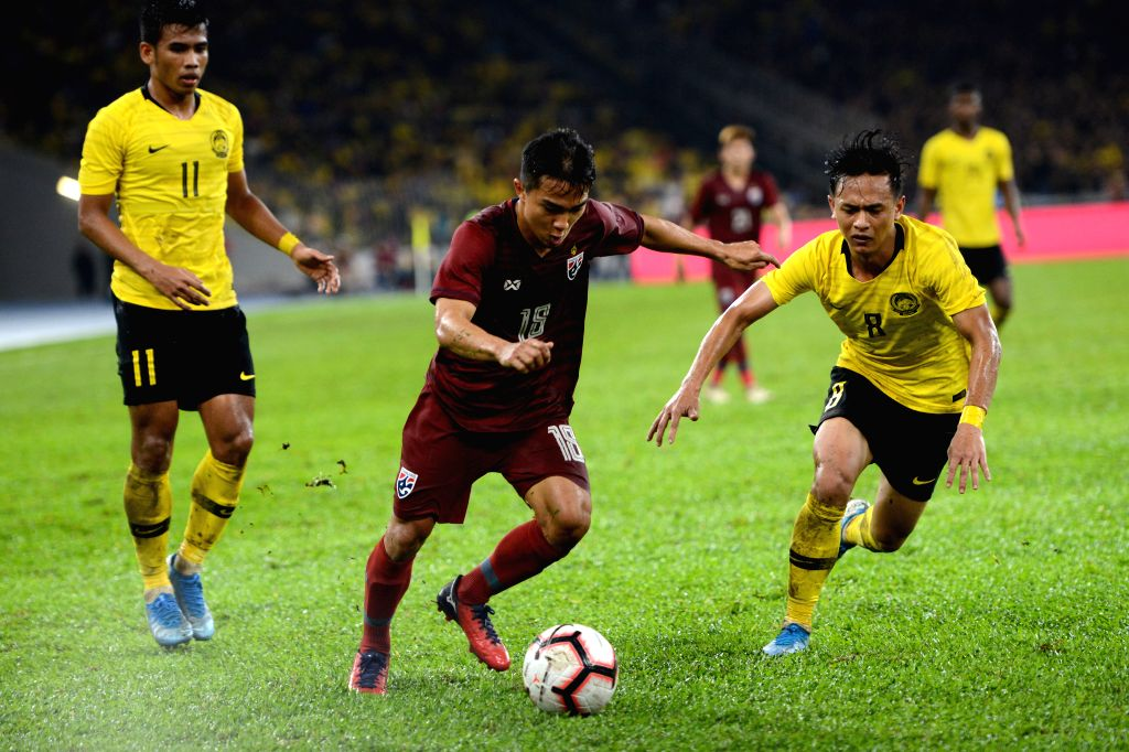 KUALA LUMPUR, Nov. 15, 2019 - Chanathip Songkrasin (C) of Thailand vies with Muhamad Nor Azam (R) of Malaysia during the group G match at the FIFA World Cup Qatar 2022 and AFC Asian Cup China 2023 ...