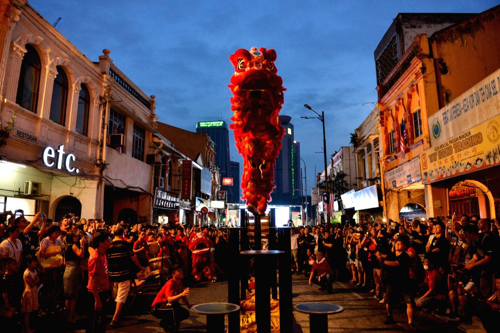 KUALA LUMPUR, Sept. 15, 2018 - People watch the lion dance during a celebration to welcome the upcoming Mid-autumn Festival in Kuala Lumpur, Malaysia, Sept. 15, 2018.