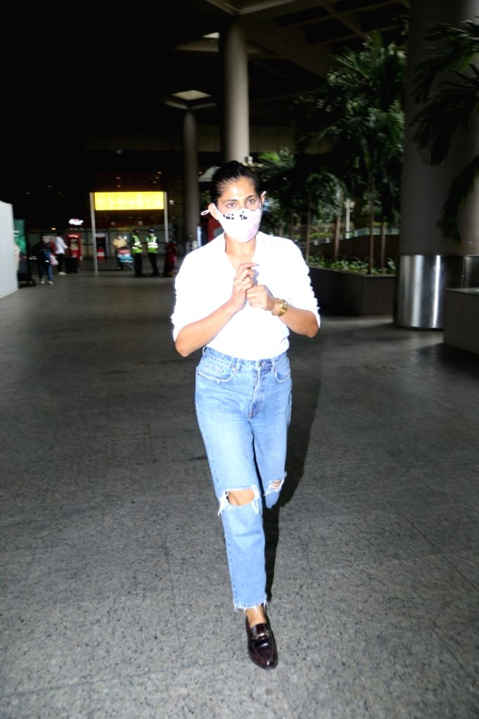 Kubra Sait Spotted at Airport Arrival On Friday, 21 may, 2021.