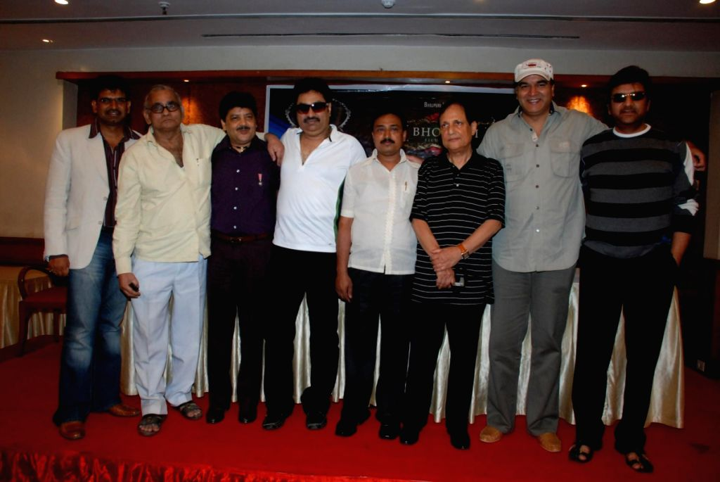 Kumar Sanu and Udit Narayan at the Bhojpuri film awards press meet.