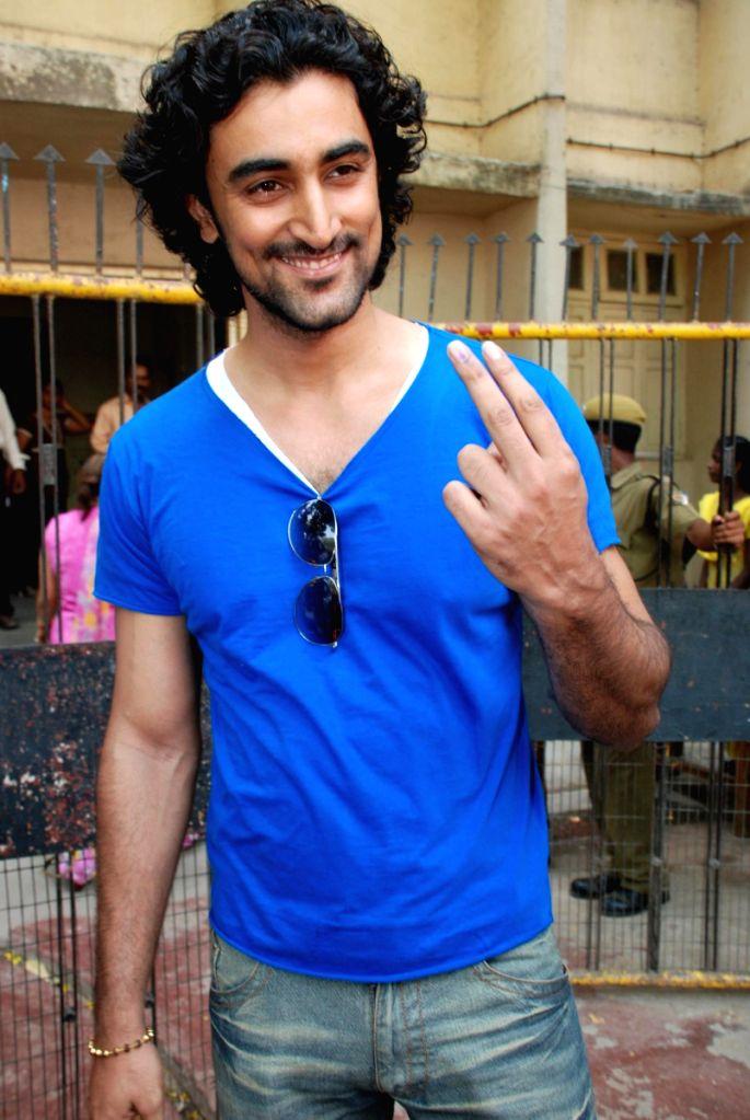 Kunal Kapoor after casting his vote in Mumbai. - Kunal Kapoor
