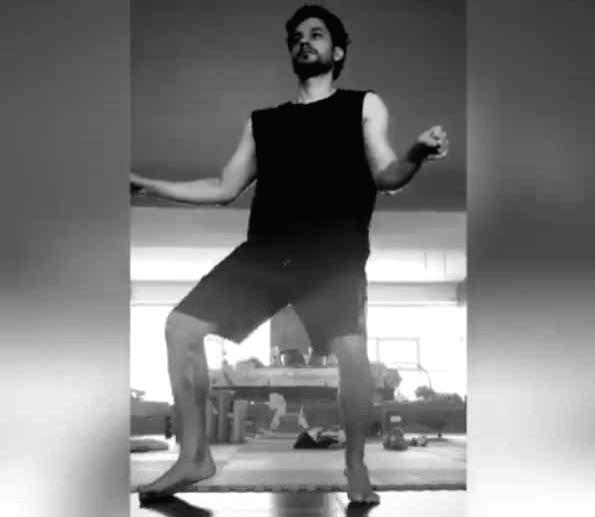 Kunal Kemmu 'looks cool' during impromptu dance.