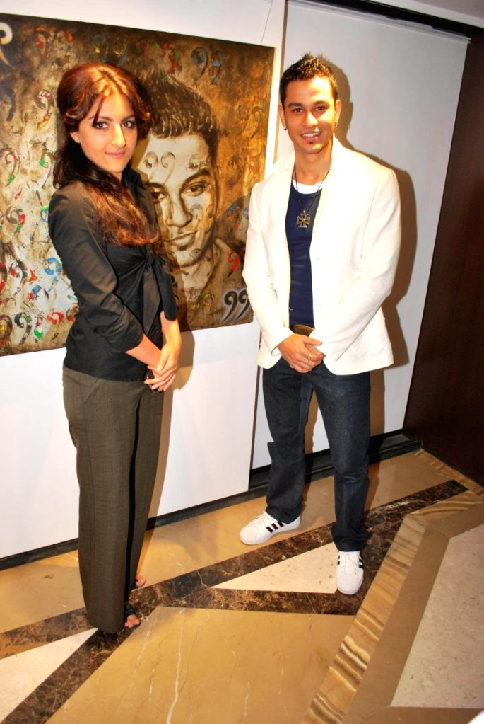Kunal Khemu and Soha Ali Khan at Priya Chintan store, Lower Parel and paintings inspired by film 99.