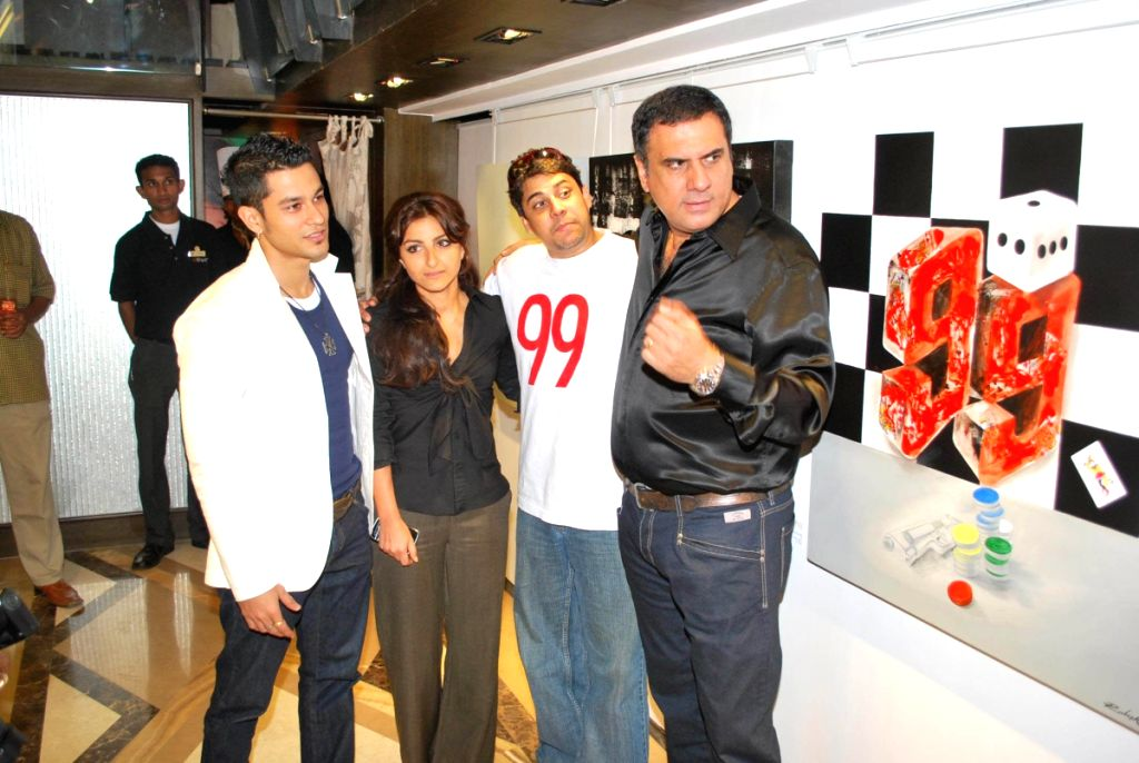 Kunal Khemu, Soha Ali Khan,Cyrus Broacha and Boman Irani at Priya Chintan store, Lower Parel and paintings inspired by film 99.