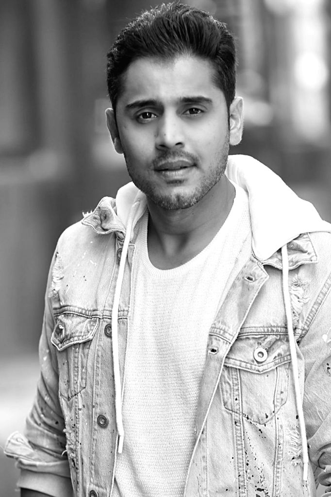 Kunal Thakkur set to make his web debut
