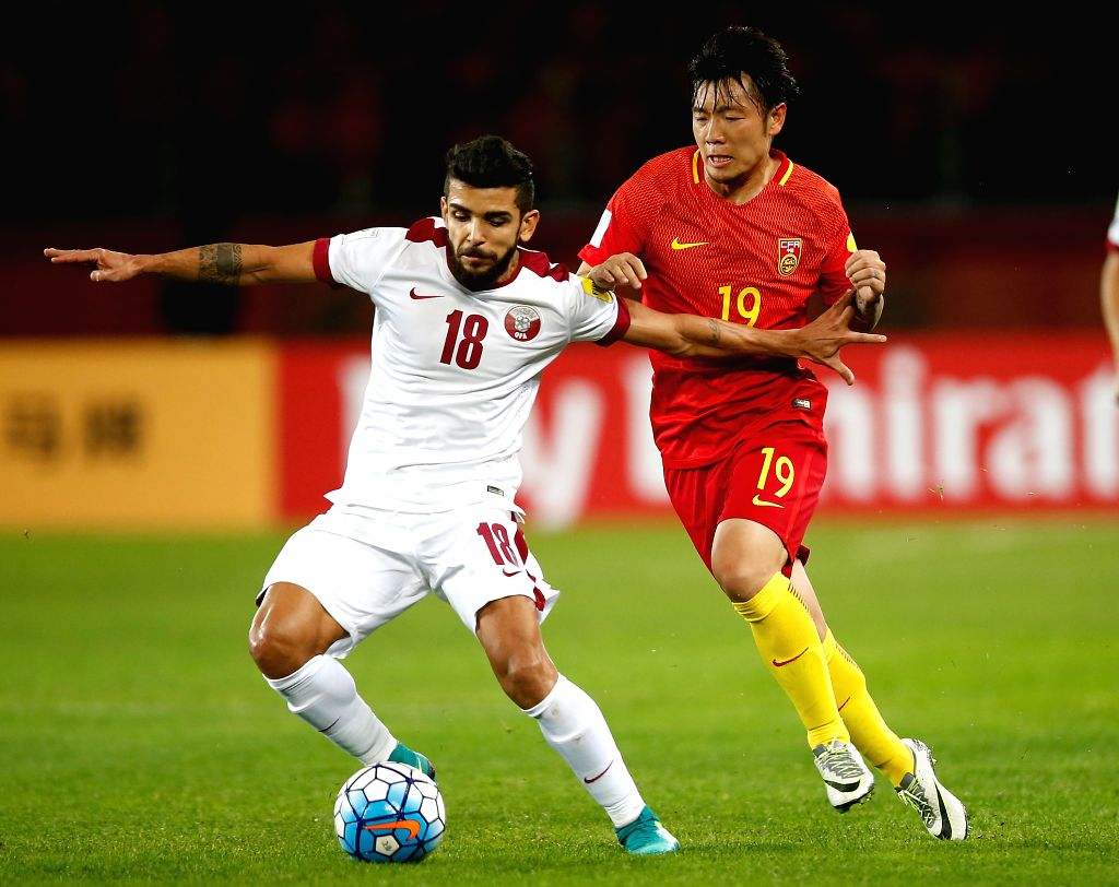 KUNMING, Nov. 15, 2016 - China's Zhang Xizhe (R) defends Qatar's Luiz Junior during the Russia 2018 FIFA World Cup qualification match in Kunming, southwest China's Yunnan Province, Nov. 15, 2016.