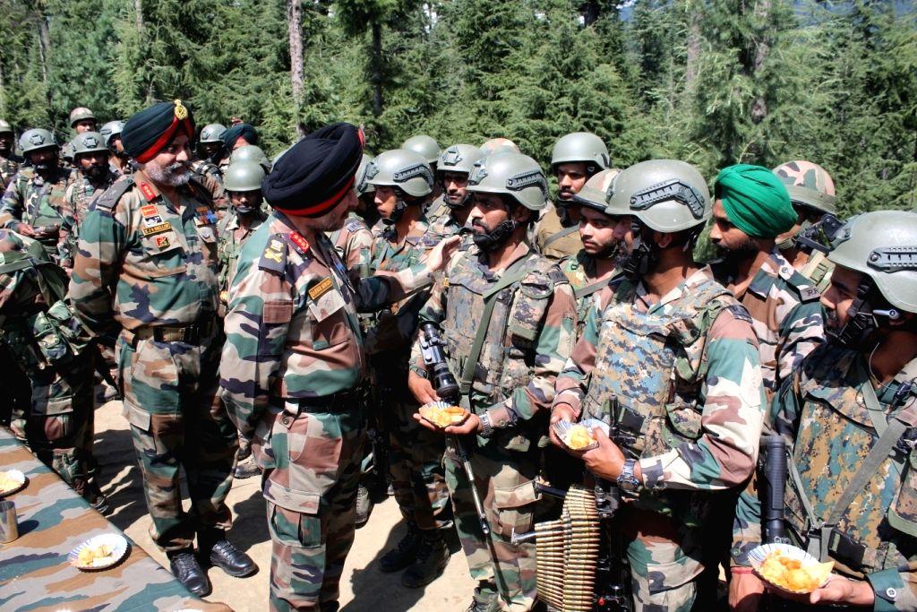 Kupwara: The Northern Army Commander Lt Gen Ranbir Singh accompanied by the Chinar Corps Commander Lt Gen KJS Dhillon, visits Kupwara on Independence Day in Jammu and Kashmir on Aug 15, 2019. (Photo: IANS) - Ranbir Singh