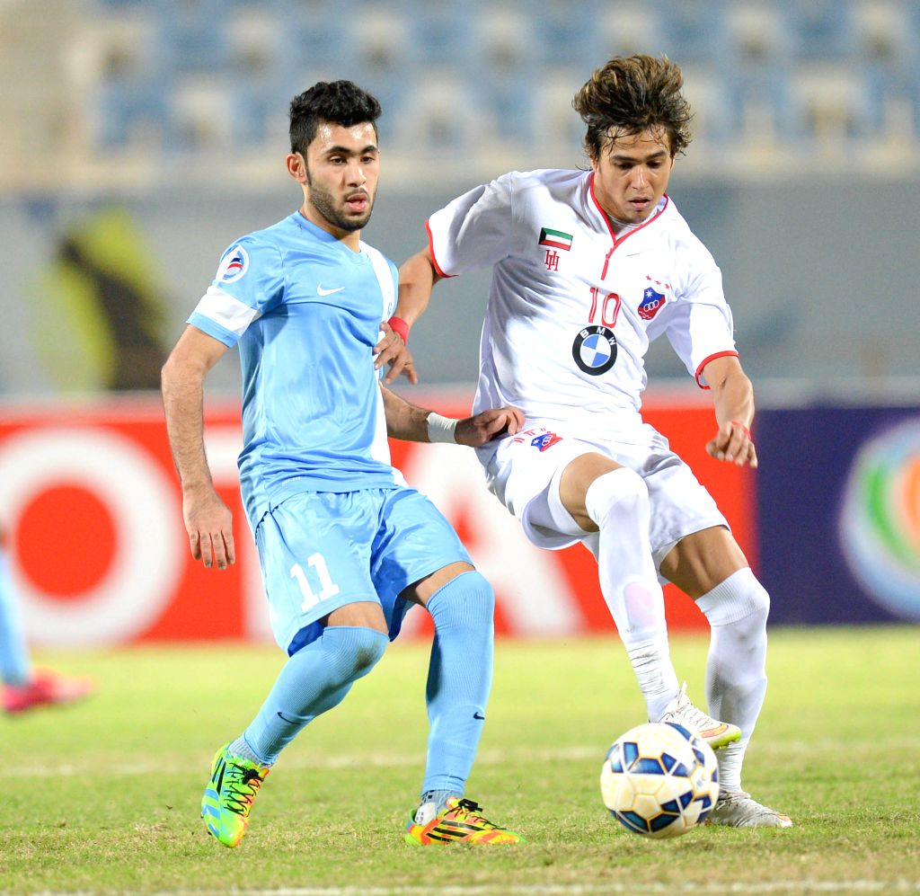 Rojerio De Assis (R) of Kuwait's Al Kuwait SC vies with Komil Hasan of Bahrain's Riffa SC during their AFC CUP 2015 Football match in Kuwait City, Kuwait, on ...