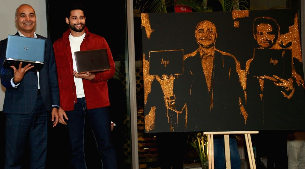 (L-R) HP Inc India MD Vinay Awasthi  and actor Siddhant Chaturvedi at the launch of HP Spectre x360 13. - Siddhant Chaturvedi