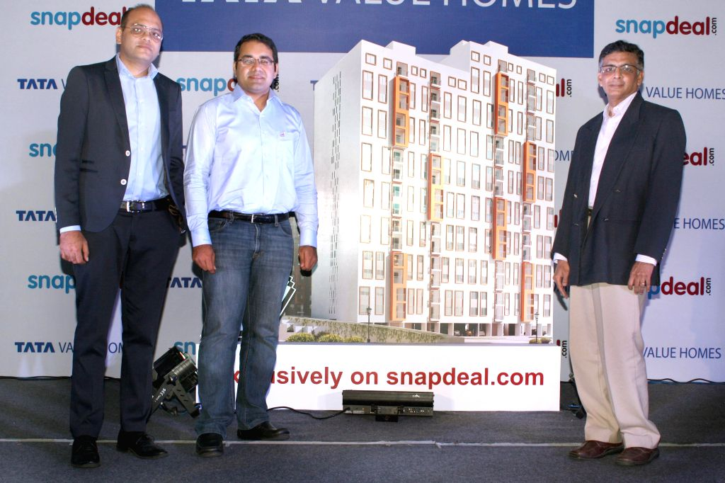 (L-R) Pawan Sarda of Tata Value Homes, Snapdeal CEO Kunal Bahl and A. Harikesh of Tata Housing announce Tata Value Homes' partnership with Snapdeal to sell houses online, in New Delhi on Aug 26, ...