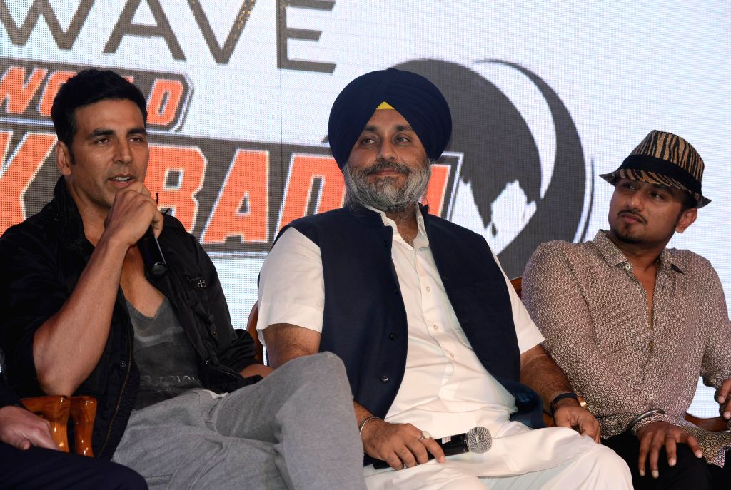 (L to R) Actor Akshay Kumar, Punjab Deputy Chief Minister Sukhbir Singh Badal and pop singer Yo Yo Honey Singh at the announces of `World Kabaddi League` in New Delhi on July 24, 2014. - Akshay Kumar and Sukhbir Singh Badal