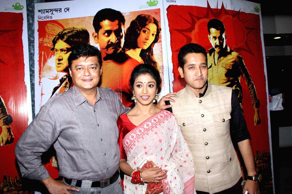 (L to R) Actors Saswata Chatterjee, Paoli Dam and Parambrata Chatterjee during the premiere of Bengali film `Hercules` in Kolkata on Aug. 29 2014. - Saswata Chatterjee, Paoli Dam and Parambrata Chatterjee