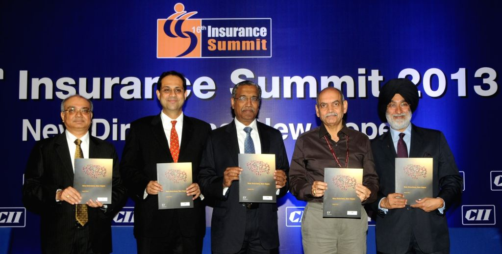 (L to R) Ashvin Parekh, Sr Expert & Advisor - Financial Services, Ernst & Young LLP, Sanjiv Bajaj, Co- Chairman, CII National Committee on Insurance & Pension  and Managing Director, ... - Analjit Singh