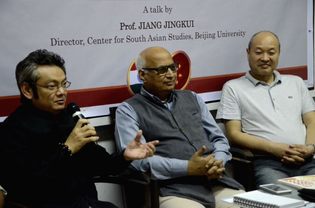(L to R) Chinese Consul-General Zheng Xiyuan, ORF chairman Sudheendra Kulkarni and Prof. Jiang Jingkai during `India & China: Interaction Between Two Ancient Civilisations` in Mumbai, on ... - Sudheendra Kulkarni