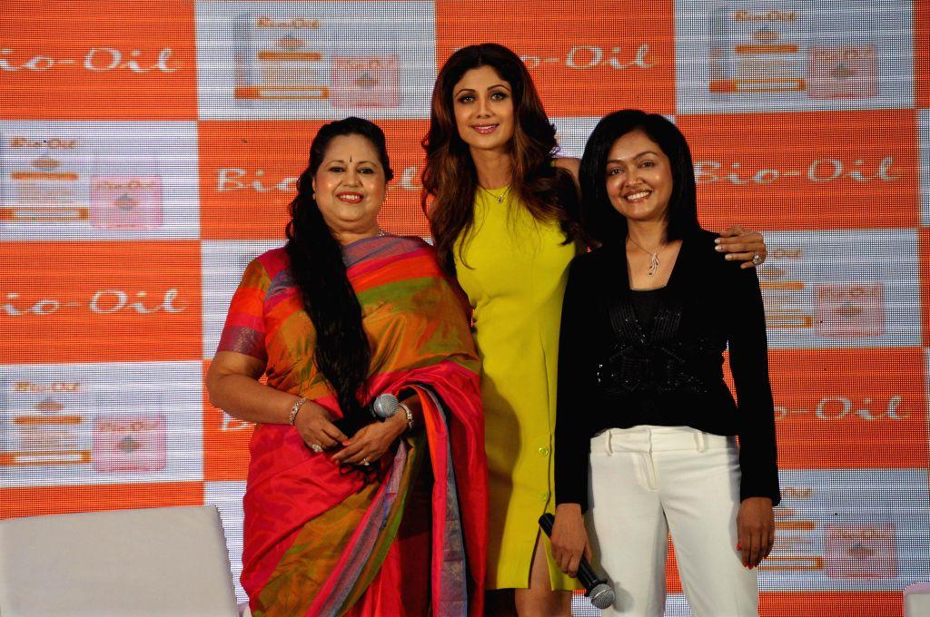 (L to R) Gynaecologist Dr. Kiran Coelho, Yummy Mummy Shilpa Shetty and cosmetic physician Dr. Rashmi Shetty during the launch of The Yummy Mummy Calender in Mumbai on May 8, 2014. - Mummy Shilpa Shetty and Rashmi Shetty