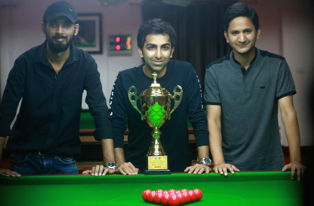 (L to R) Indian cueists Malkeet Singh, Pankaj Advani and Laxman Rawat with the Asian Team Snooker Championship Trophy during a felicitation programme in New Delhi on July 7, 2017. - Malkeet Singh and Pankaj Advani