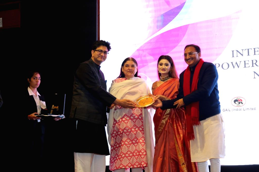 (L to R) Lyricist and Censor Board chief Prasoon Joshi, Union Minister for Women and Child Development Maneka Gandhi, IWES Chairperson and Kathak danseuse Arushi Nishank and BJP leader ... - Prasoon Joshi and Development Maneka Gandhi