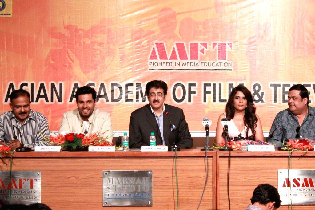 (L to R) Social activist and founder of the NGO Prayas Amod Kanth -investigating officer for the notorious Charles Sobhraj case -, actor Randeep Hooda, founder of Noida Film City Sandeep ... - Randeep Hooda