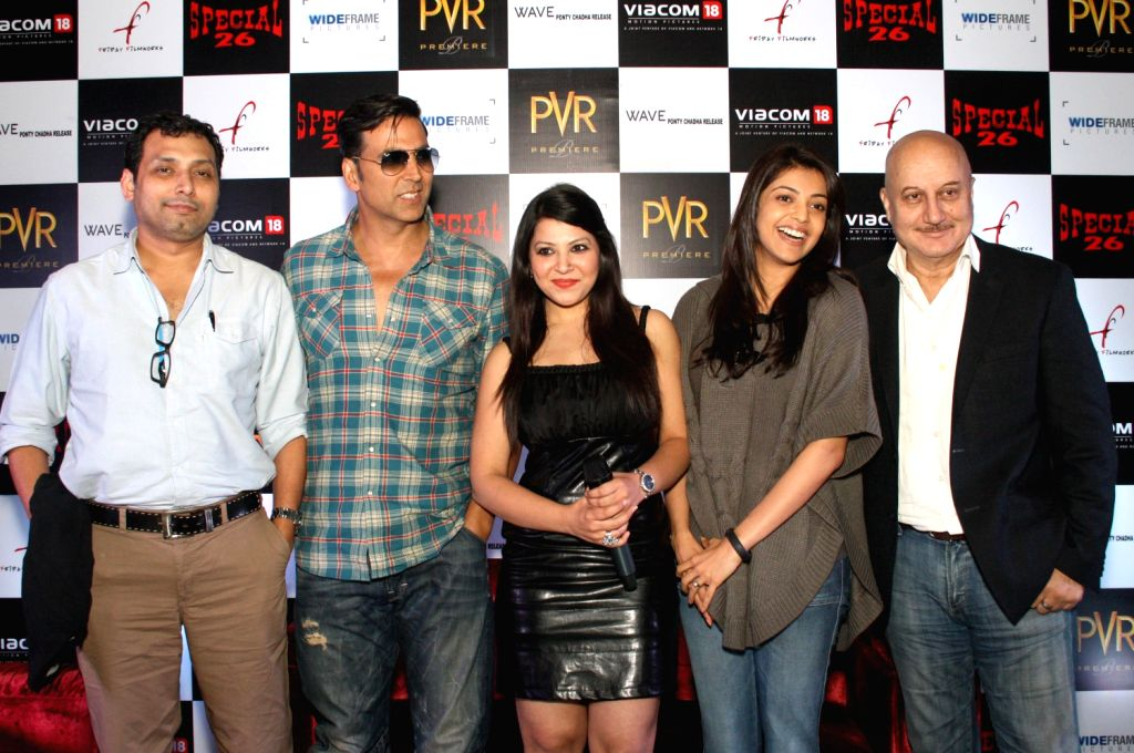 (L to R) The star cast of film ``Special 26`` Director Neeraj Pandey with bollywood actors Akshay Kumar, Kajal Aggarwal and Anupam kher at the press conference of film ``Special 26`` in PVR, New ... - Anupam and Neeraj Pandey