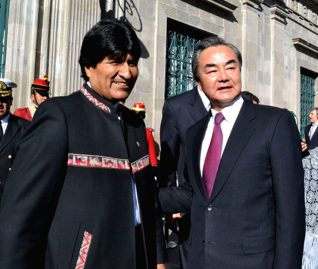 LA PAZ, Oct. 7, 2016 - Bolivian President Evo Morales (L) meets with Chinese Foreign Minister Wang Yi in La Paz, Bolivia, Oct. 6, 2016. Bolivian President Evo Morales said Thursday that his country ... - Wang Y