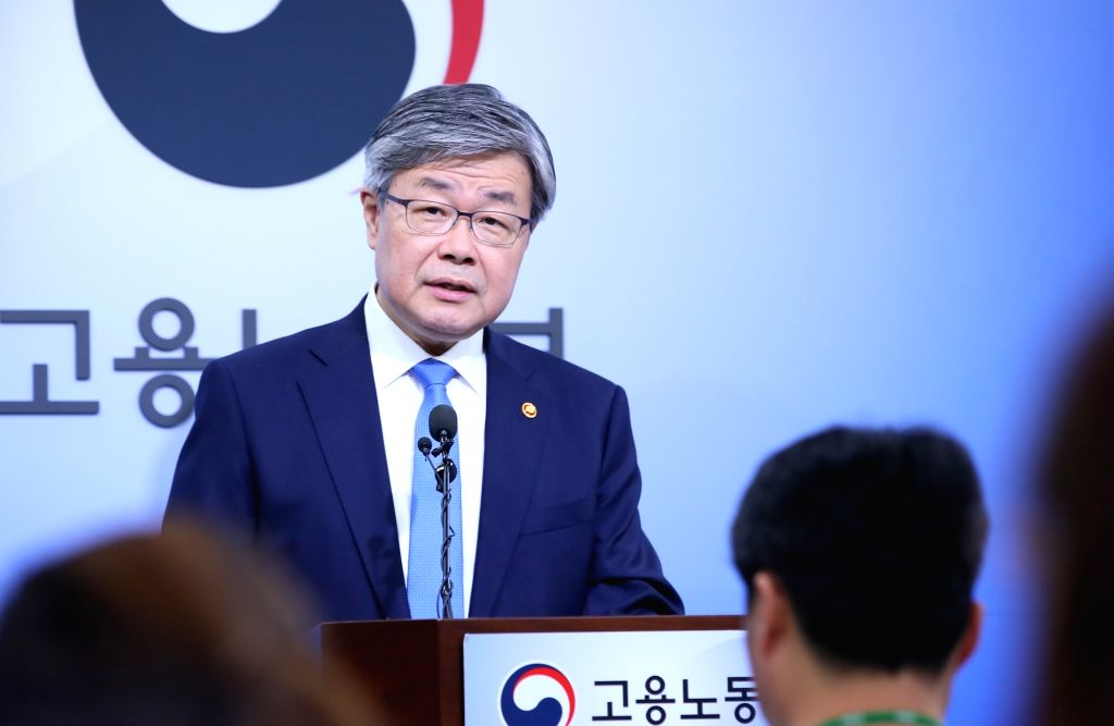 Labor Minister Lee Jae-kap announces a government decision to go ahead with a procedure to decide a minimum wage for 2020 pertinent to the current law as the National Assembly recently failed ... - Lee Jae